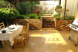 Al fresco dining area, bbq and garden.